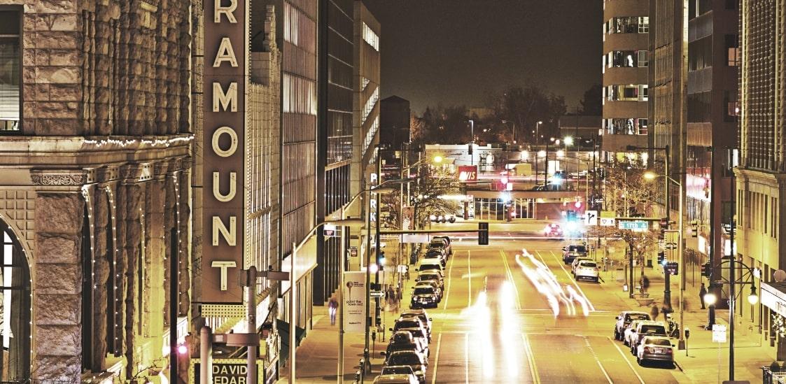 アメリカの街の夜景